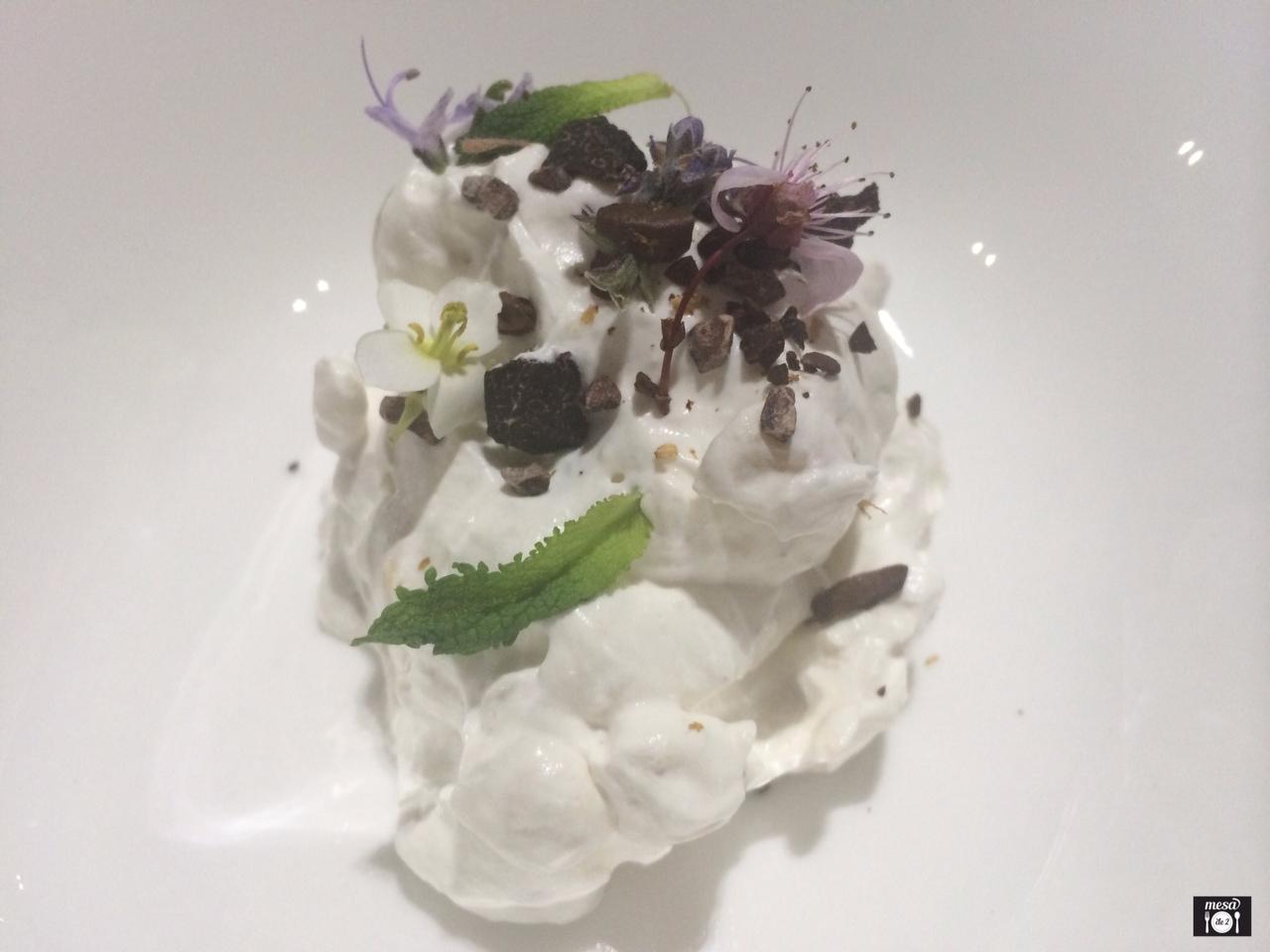 Piñonada con Cacao, Café y Almendra Amarga.