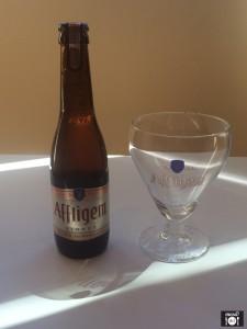 Cerveza y vaso de AFFLIGEM