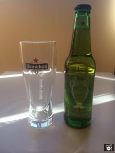 Cerveza y vaso de Heineken