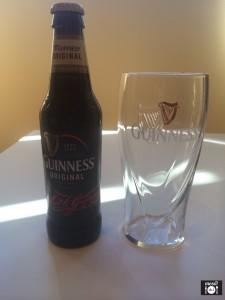 Cerveza y vaso de Guinness