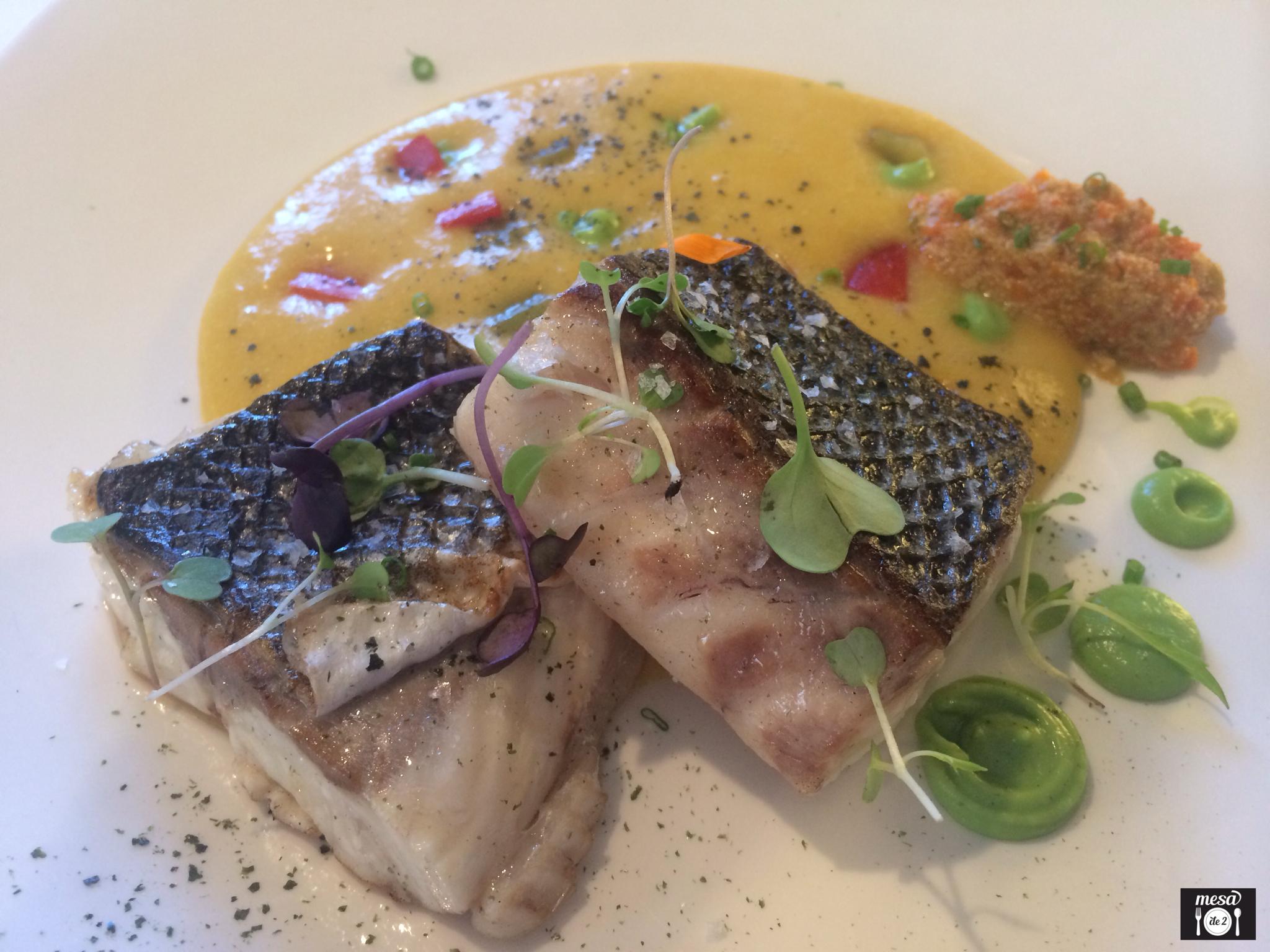 Lubina de Anzuelo asada, con sus Huevas estofadas y Crema de guiso de pescado