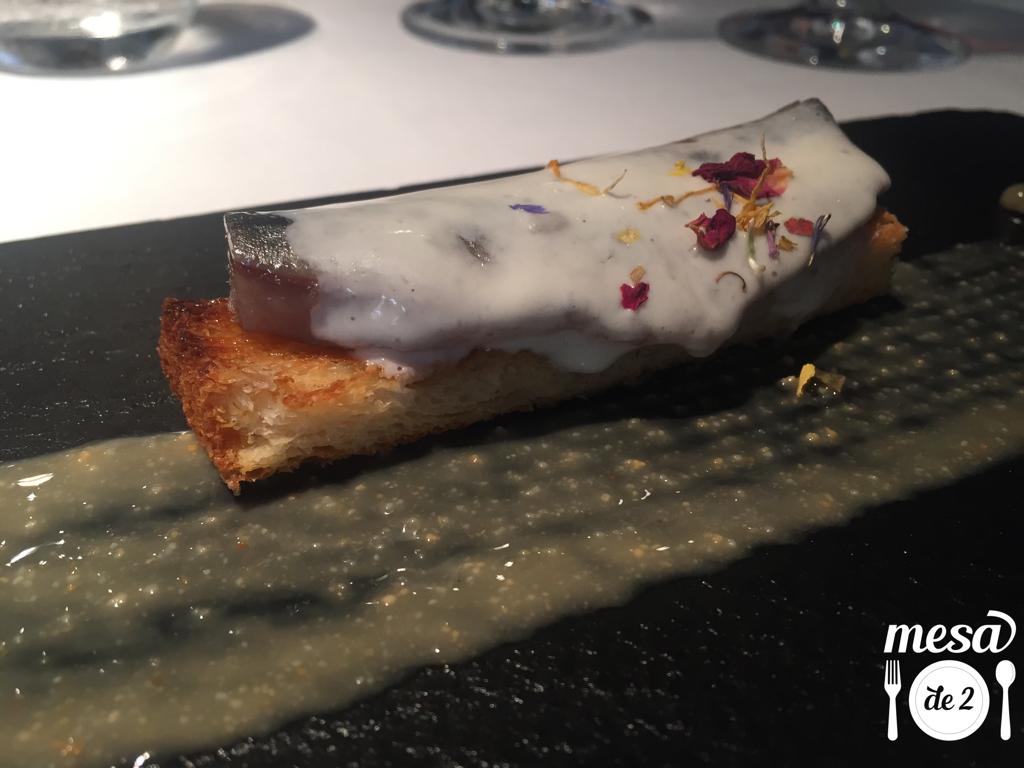 Lomo de sardina ahumada sobre pan brioche
