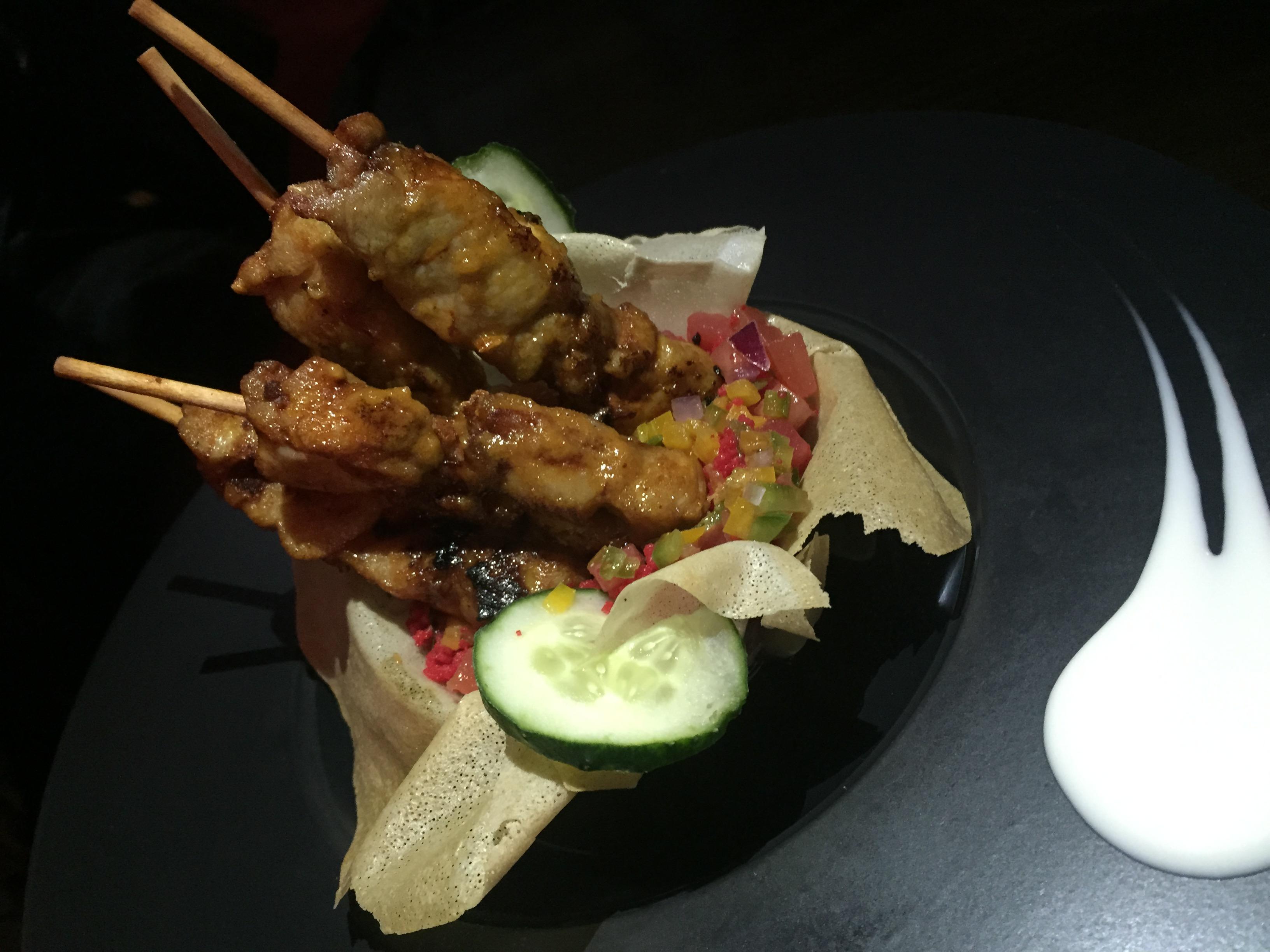 Taboulé Rojo con brochetitas de Pollo en Salsa Satay