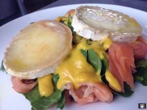 Ensalada de Espinacas con salmón y queso de cabra y vinagreta de mostaza