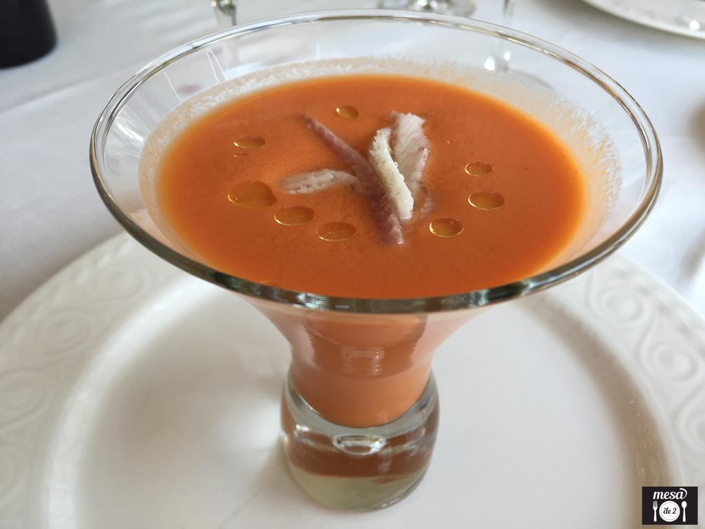 Sopa de Tomate fría con Anguila Ahumada