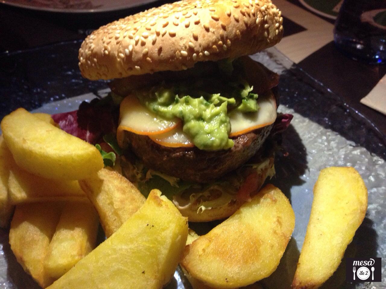 Hamburguesa a la Mexicana con carne de cebón 100%