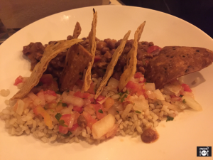 """Chilli con """"carne"""" con tortillas de maíz y arroz integral"""
