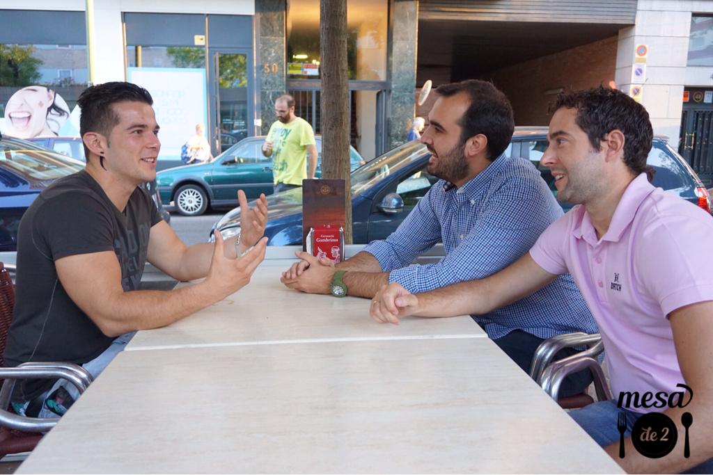 Disfrutando con Carlos Manzano de la charla con Carlos Maldonado