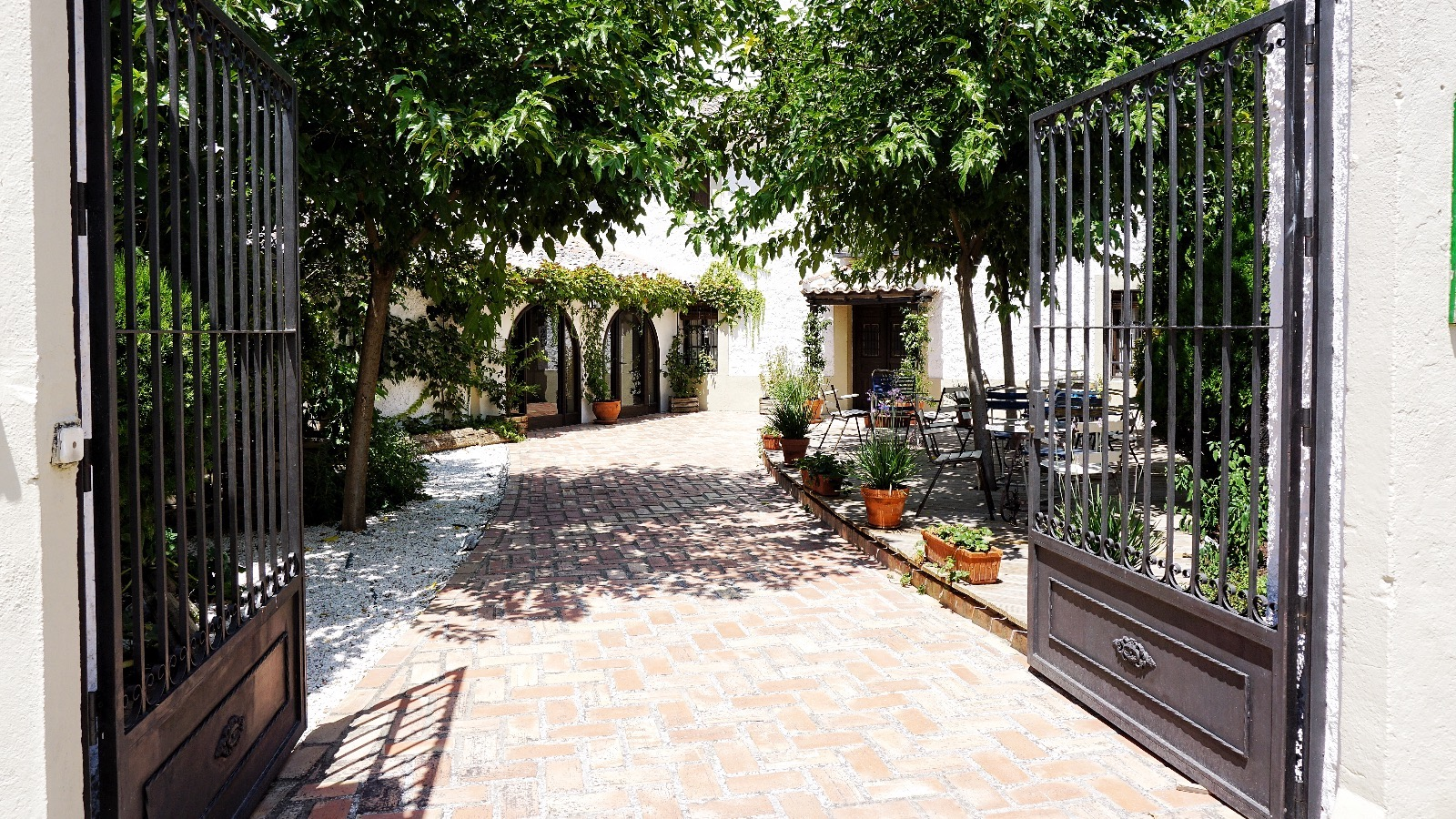 Detalle de la entrada a Casa Elena