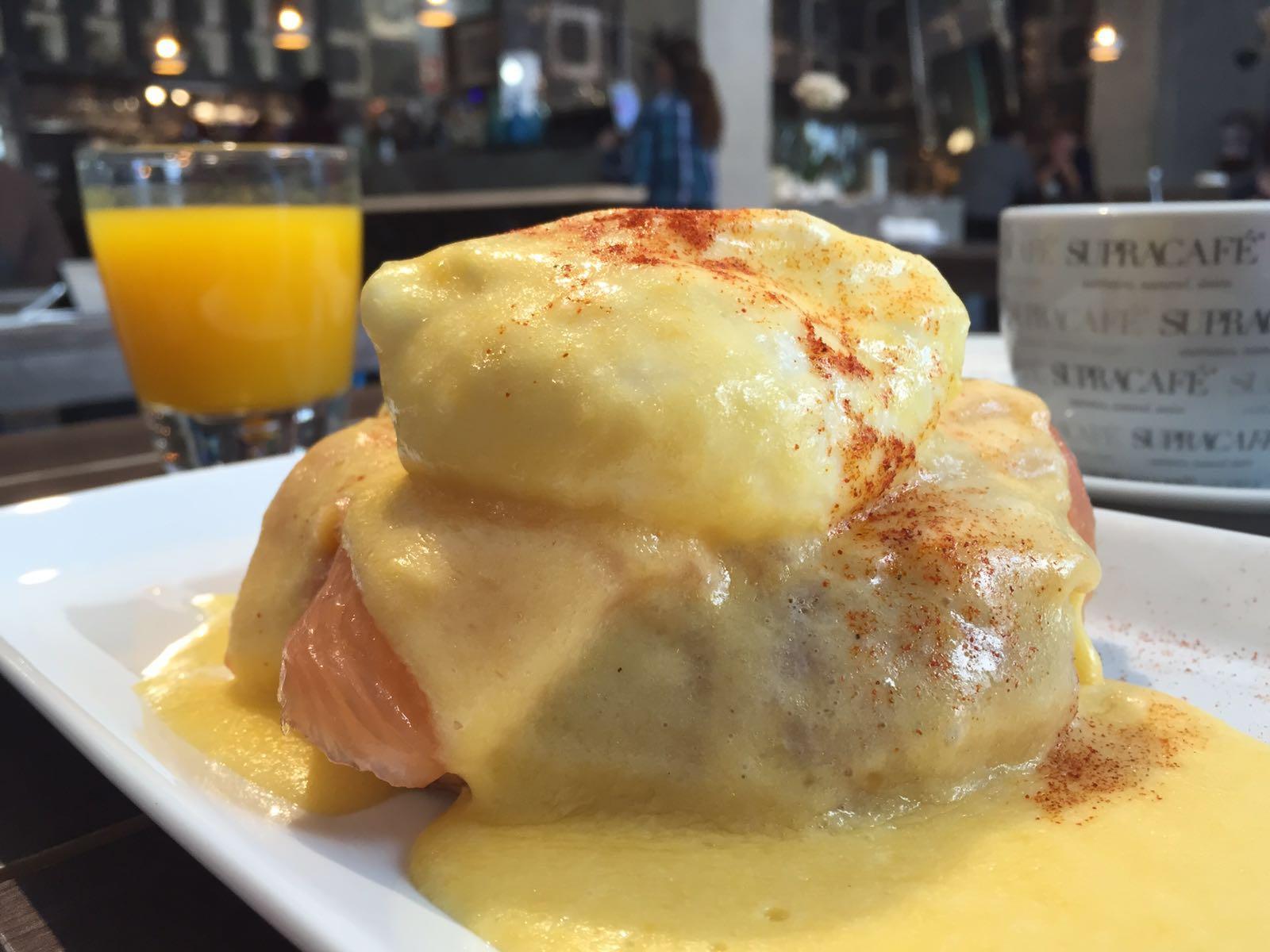 Huevos benedictinos brunch Fonty