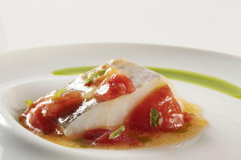 bacalao-confitado-con-su-pil-pil-y-tomate-concase_menu-de-la-vendimia_opt