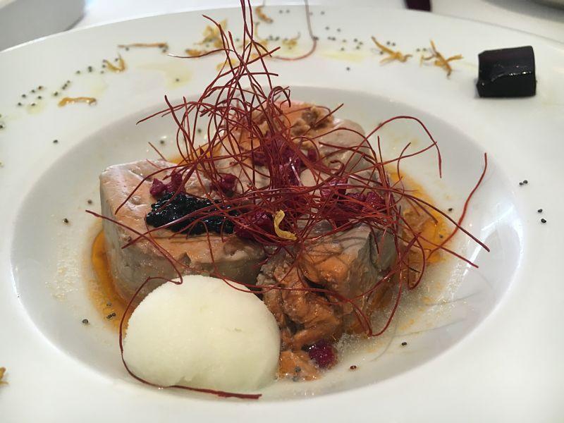 Foie de rape, yuzu, caviar de arenque y gelatina de soja y sake